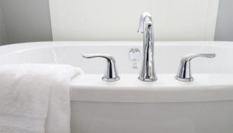 Gør badet mere hyggeligt med musik på badeværelset